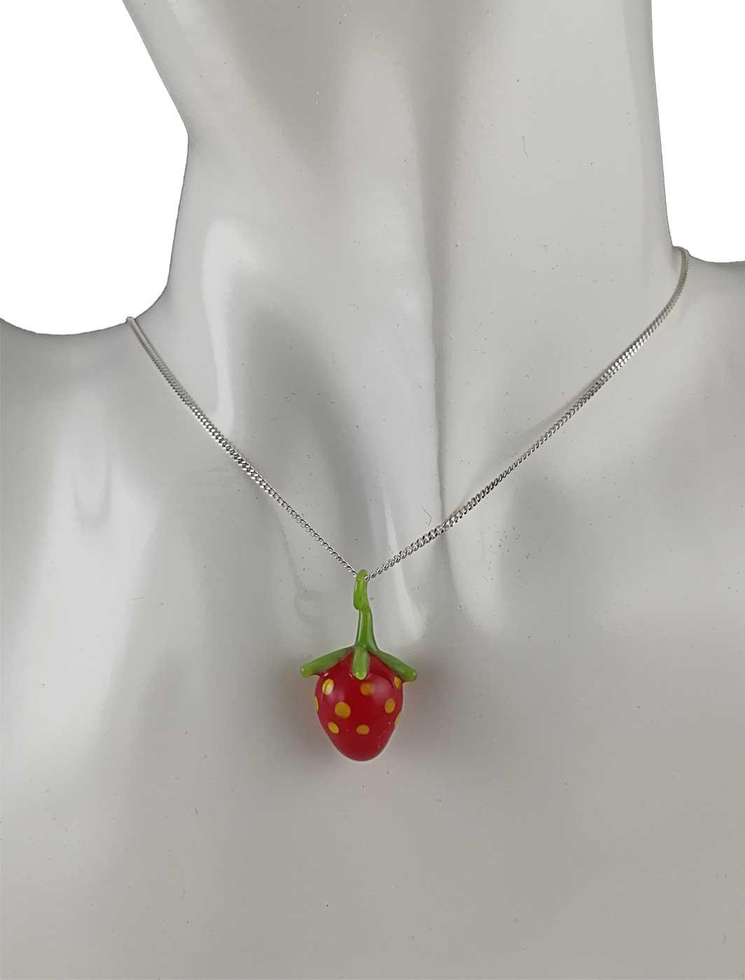 Kette mit Anhänger Erdbeere